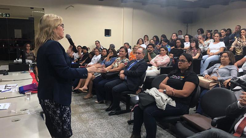 Promotora de Justiça Leane Barros palestra em seminário sobre LGBTfobia
